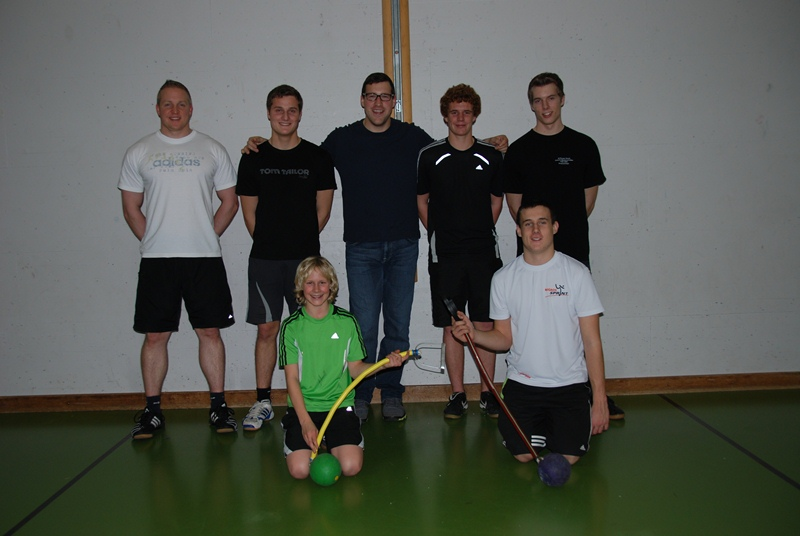 Giving an introduction to the hammer at the STV Wangen club this winter.