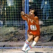World record holder Yuri Serykh always looked relaxed, but he was simply patient. There is a difference.