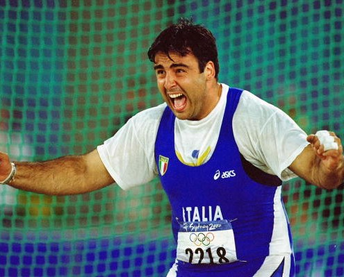 24 Sep 2000:  Nicola Vizzoni of Italy on his way to silver in the Mens Hammer at the Olympic Stadium on Day Nine of the Sydney 2000 Olympic Games in Sydney, Australia.  Mandatory Credit: Mike Hewitt /Allsport