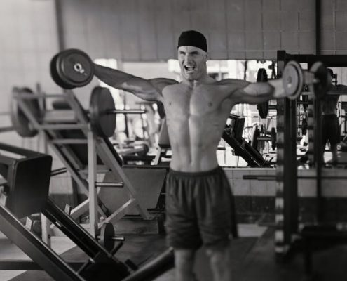 Model Released: Man lifting weights (Photo by Mike Powell/Getty Images)